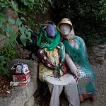 Lagnes, en attendant dans le village